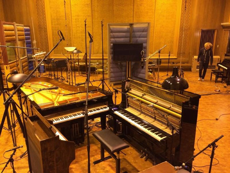 nils_frahm_-_victoria_score_recording_session_